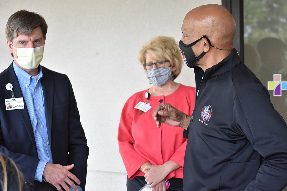Jefferson Regional Chief Operating Officer Peter Austin, left and director of operations for practice management Regina Quarles talk with Dallas Cowboys great Drew Pearson. (Pine Bluff Commercial/I.C. Murrell)