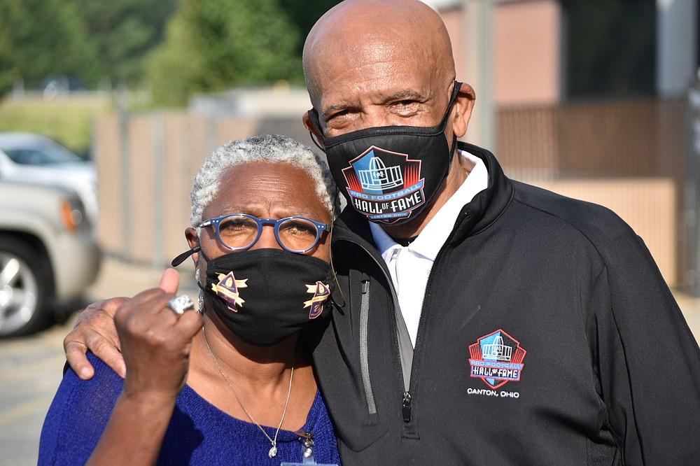 Joyce Campbell, program outreach coordinator with the city of Pine Bluff, poses with Dallas Cowboys great Drew Pearson while wearing his Super Bowl 12 championship ring. (Pine Bluff Commercial/I.C. Murrell)