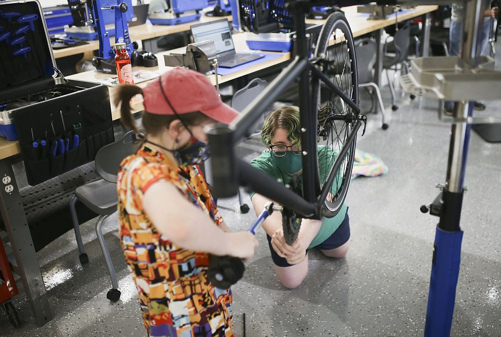 Gentry Dillinger (from left) and Dilynn Swearengin assemble a bike at Northwest Arkansas Community College in Bentonville on Thursday, September 9, 2021.  Northwest Arkansas Community College's Labor and Economic Development Department hosted an open day for their new bicycle technician lab on August 20th.  In April, the college received a $ 1,246,864 scholarship from the Walton Family Charitable Support Foundation.  The funds will be used to gradually launch the college's new bicycle assembly and repair technician program.  Visit nwaonline.com/210910Daily/ for today's photo gallery.  (NWA Democrat-Gazette / Charlie Kaijo)