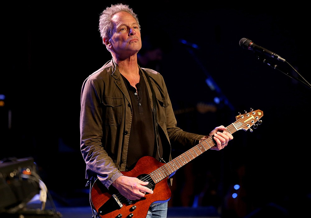 Lindsey Buckingham rehearses at Sony Studios in Culver City, Calif., in 2017. (Los Angeles Times/TNS/Luis Sinco)