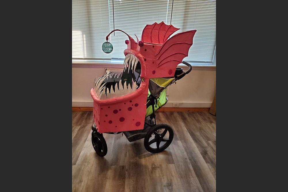 """Angler Fish Mask"" de Susan Clifton es parte de ""Our Art, Our Region, Our Time"", que se exhibirá a partir del jueves en el Walton Arts Center de Fayetteville.  (Especial para Democrat-Gazette)"