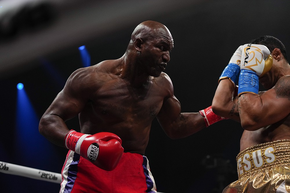 Former MMA star Vitor Belfort, right, defends against former heavyweight champion Evander Holyfield during a boxing match, Saturday, Sept. 11, 2021, in Hollywood, Fla. (AP Photo/Rebecca Blackwell)