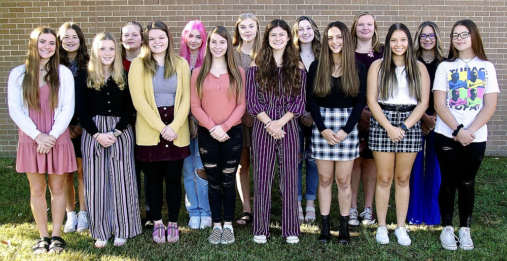 Westside Eagle Observer/RANDY MOLL Gentry High School's homecoming maids pose for a pre-homecoming photo on Thursday, Sept. 23, 2021. Pictured are Cayci Capps (left), Brooke Lawrence, Georgia Lashley, Lauren Gatlin, Maci Hubbard, Favi Najar, Emmi Haag, Shawnna Gawenda, Madison Lenda (row two, left), Kirsten Jones, Berlin Beck, Cora Bass, Ambry Smith, Kimberly Caswell and Reagan Amos.