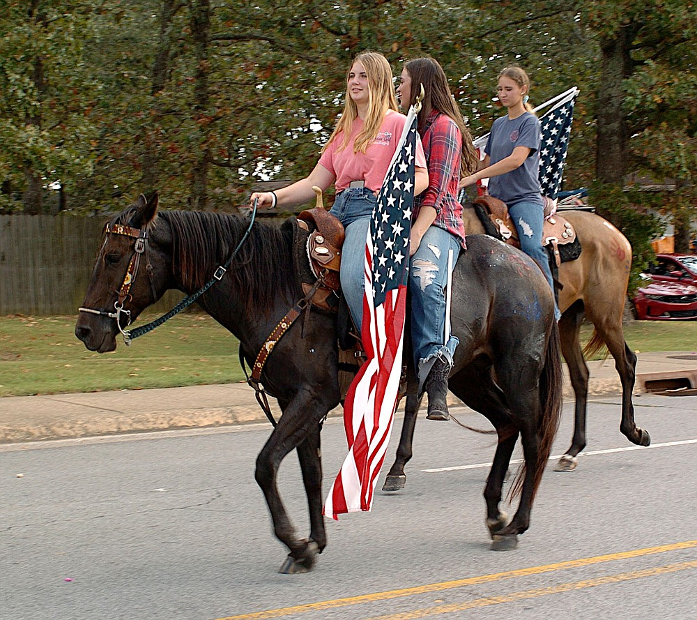 Westside Eagle Observer/RANDY MOLL Students on horseback brought up the rear of the Gentry homecoming parade held on Friday afternoon.