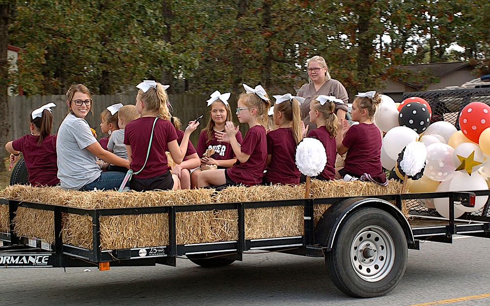 Westside Eagle Observer/RANDY MOLL Groups of cheerleaders rode in the Gentry homecoming parade on Friday.