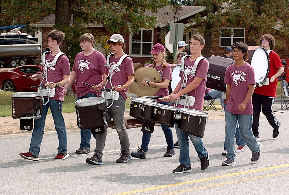 Westside Eagle Observer/RANDY MOLL Gentry's homecoming parade was led by the marching band stepping to the beat of its drummers.