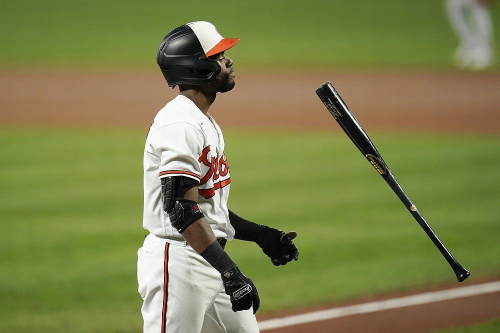 Cedric Mullins of the Baltimore Orioles flips his bat after hitting Boston Red Sox starting pitcher Nathan Eovaldi in the first inning of a baseball game on Wednesday, September 29, 2021, in Baltimore.  (AP Photo / Julio Cortez)