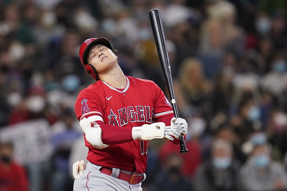 Los Angeles Angels' Shohei Ohtani reacts after hitting sticks to end the seventh inning of a baseball game against the Seattle Mariners on Sunday, October 3, 2021, in Seattle.  (AP Photo / Elaine Thompson)